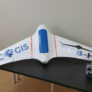 Dron TG8